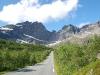 Bald geht es bergauf und unter den Nappzinnen nach Nusfjord