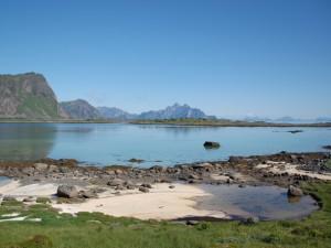 Blick auf die Nachbarinsel Austvagøy
