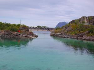 Grünes Wasser vor der Küste von Senja