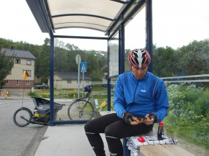 Blaubeer-Marmeladen-Brot an der Bushaltestelle
